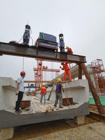 2020年8月南京侯家塘U型梁场液压提升千斤顶提梁机