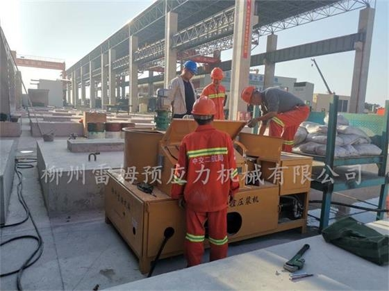 2019年11月21日,温州瓯江北口大桥(中交二航局),采用了我公司CPZB2×2-600型变频智能张拉油泵、LMCJS型自动上料大循环智能压浆机、穿心式轻型智能千斤顶。