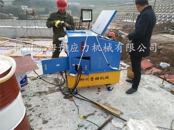 2019年12月14日,重庆万州桥梁施工项目部,采用了我公司CZB2×4-600A型智能张拉双流量系统设备、穿心式轻型千斤顶。