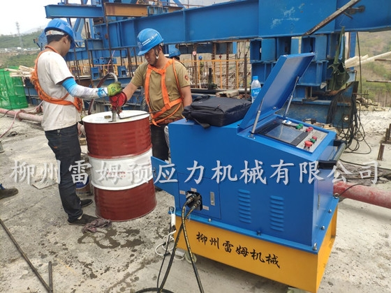 2020年4月16日,云南省红河州元阳县南沙镇,采用了我公司CZB2×2-600A预应力智能张拉系统、穿心式液压千斤顶。