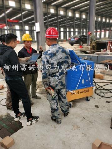 2020年5月22日,山东省济南市平阴县桥梁施工项目部,采用了我公司CZB2×2-600智能张拉系统、穿心液压式千斤顶。