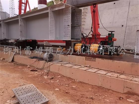 2020年8月21日,武汉望羋铁桥钢结构工程有限公司兴泉铁路兴泉大桥连续顶平移钢,采用了我公司LS200-200连续顶2套、14连续顶泵站2台 、控制台1套。