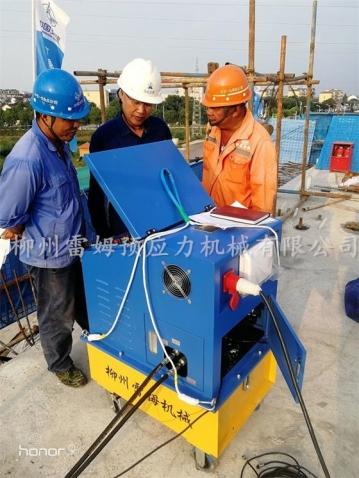 2020年10月16日,中国交建中交一公局五分公司,采用了我公司CZB2×2-600A智能张拉系统、LMCJS自动上料大循环智能压浆机、穿心式张拉千斤顶。