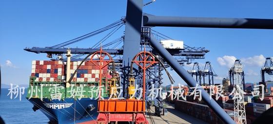 2021年5月24日,三一海洋重工有限公司深圳市盐田港塔吊加高,采用了我公司TS350C-250数控提升千斤顶9台、CDY2×36-30/2-10数控提升泵站4台、数控提升系统1套。