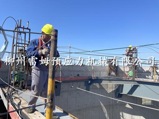 2021年7月6日,内蒙古自治区鄂尔多斯市准格尔旗薛家湾镇酸刺沟内蒙古京泰发电厂,采用了我公司液压提升顶、数控提升泵站、控制系统。